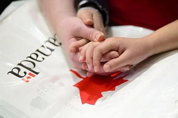 今天又为绝美爱情流泪了!配偶签证移民全攻略