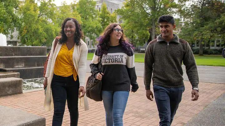 别再忽略这所大学啦!低调的BC省一流名校——维多利亚大学